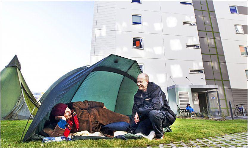 Odd Erik (37) sikret seg drømmeleiligheten: Sov utendørs i