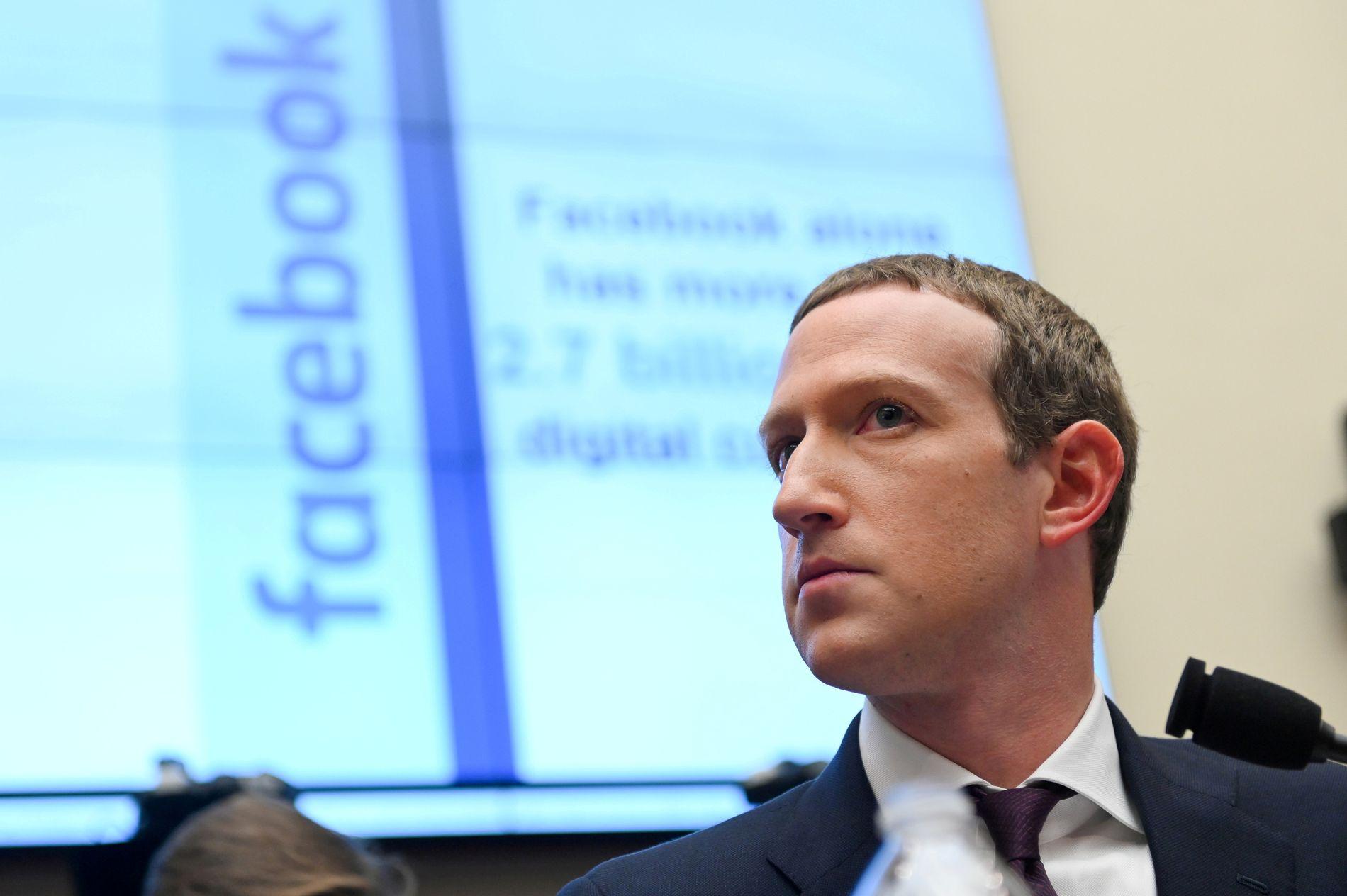 Facebook  tar  grep  mot  «fake  news»