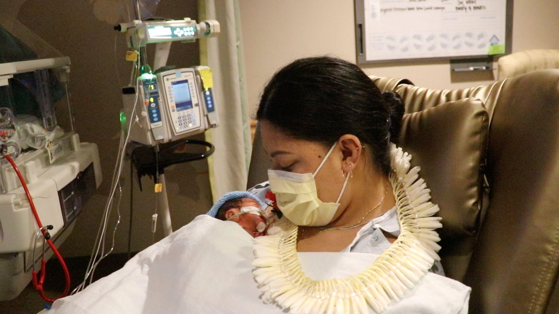 Var gravid i uke 29 – fødte på fly