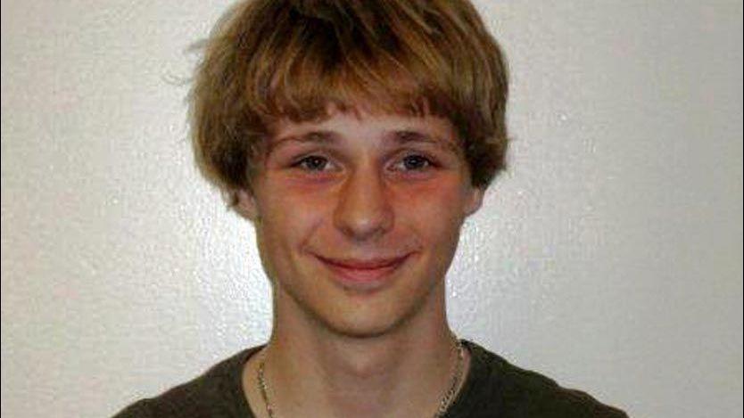 Politi fant 15 åring i koffert – VG
